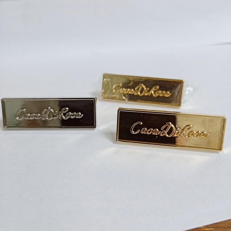 Popular wholesale zinc alloy designer metal labels for handbag