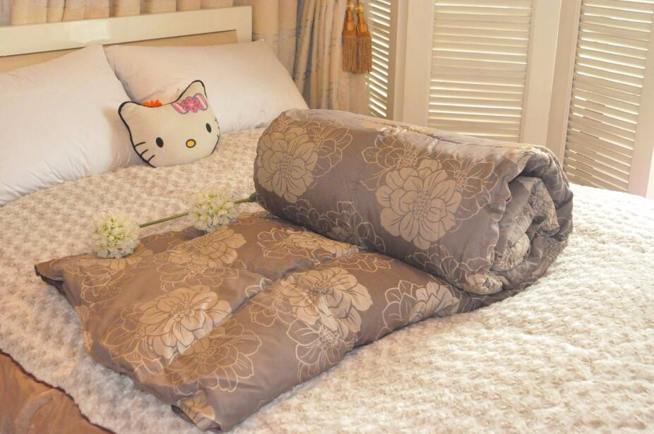 Thick Jacquard Puffy Polyester Fabric Goose Down Printed Comforter