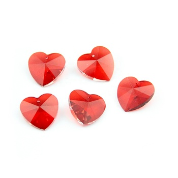 28mm 50pcs/Lot Crystal Heart Shape Red Beads Lighting Pendant Glass Prism Chandelier Beads Suncatchers Drop Accessories