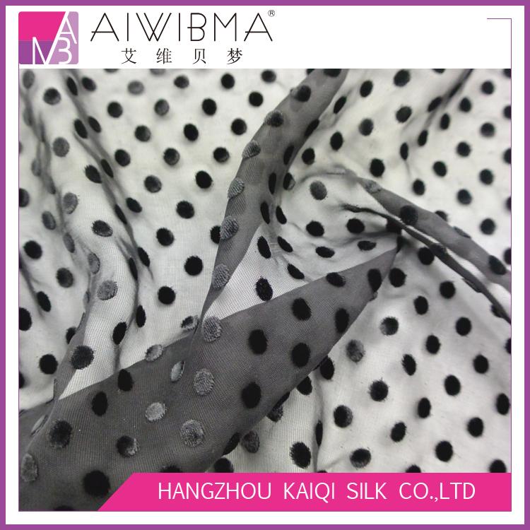 Однотонная окрашенная в черный мелкий горошек шелковая бархатная ткань цена шелковая вискоза бархатная ткань