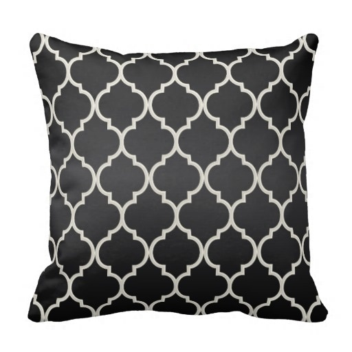 Warm Classy Black And White Quatrefoil Pattern Throw Pillow Case (Size: 20
