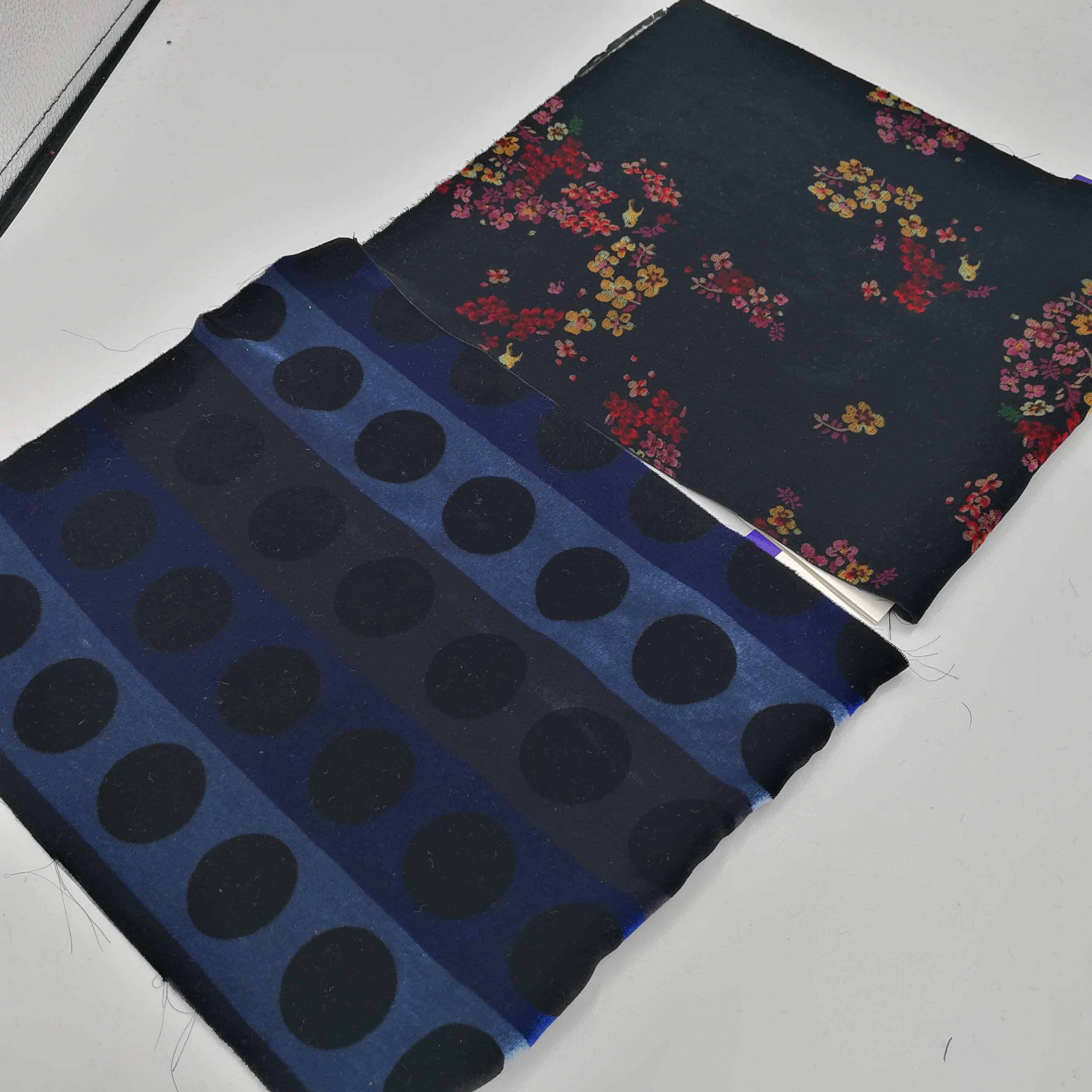 Тканые из искусственного шелка разряда печати и бархатной отделкой для женское платье