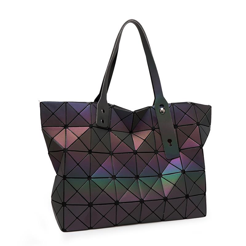 online kaufen gro handel issey miyake handtasche aus china issey miyake handtasche gro h ndler. Black Bedroom Furniture Sets. Home Design Ideas