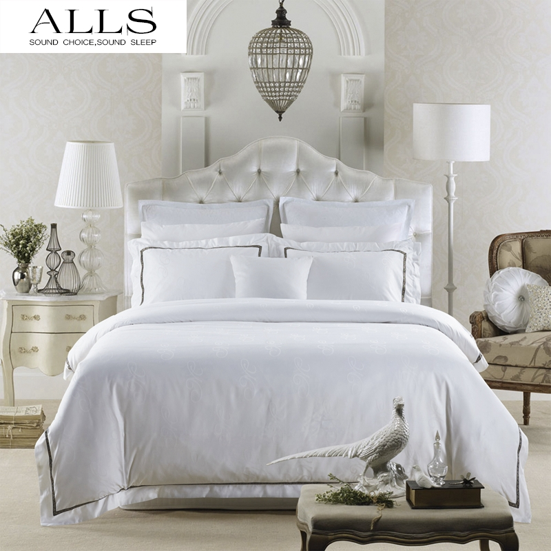 white bedding sets queen images galleries with a bite. Black Bedroom Furniture Sets. Home Design Ideas