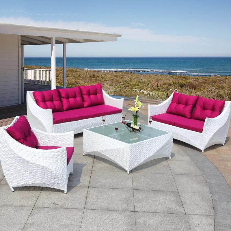 Садовый дизайн, белый ротанговый патио, плетеная уличная мебель, диван с подушкой