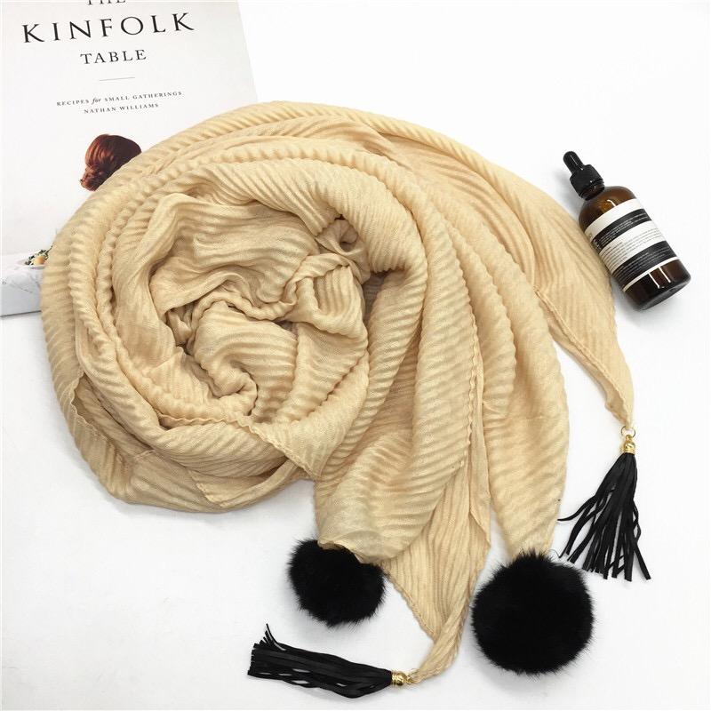 Woge good quality europe hot sales herringbone hijab shawl lady crumple leather monochro pompom tassel TR cotton crinkle scarf