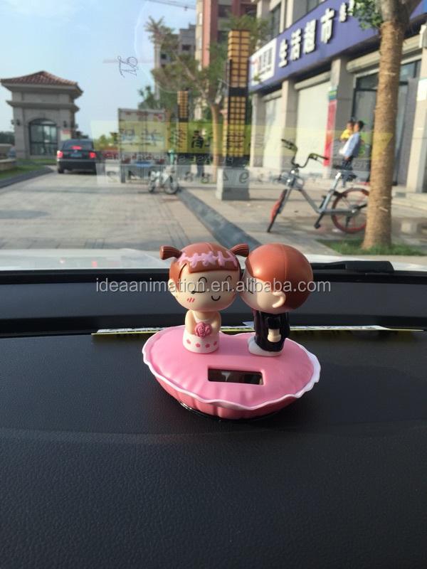 Изготовленный на заказ пластиковый игрушечный автомобиль на солнечной батарее с вибрацией, игрушки для приборной панели, свадебные подарки, китайский производитель