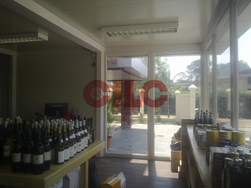 China prefabricated and portable wooden cabin house