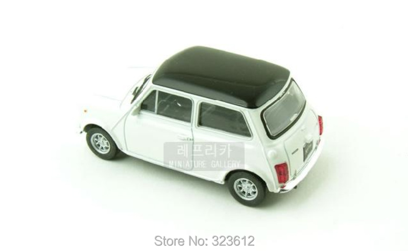 new 1 24 mini cooper 1300 alloy diecast mr bean car model vehicle toy collection white b1600. Black Bedroom Furniture Sets. Home Design Ideas