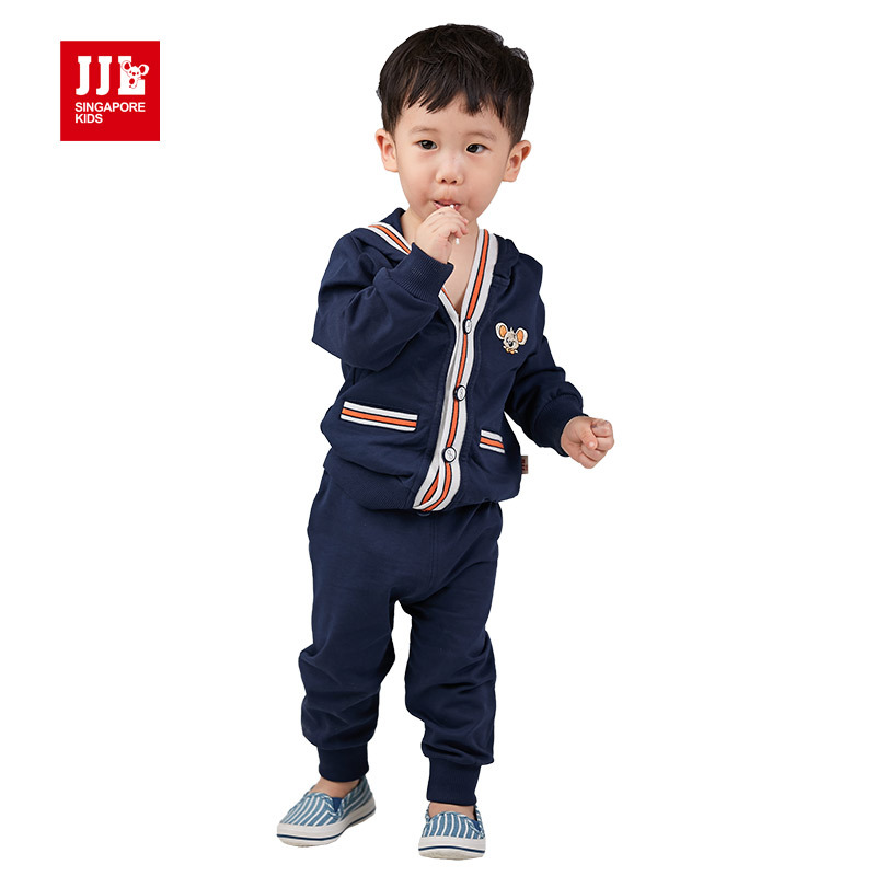Browse toddler and baby clothing including shirts, pants, shorts and hoodies for both girls and boys. Complete your little one's look with a pair of toddler and baby shoes or create a pair of custom baby shoes with NIKEiD.