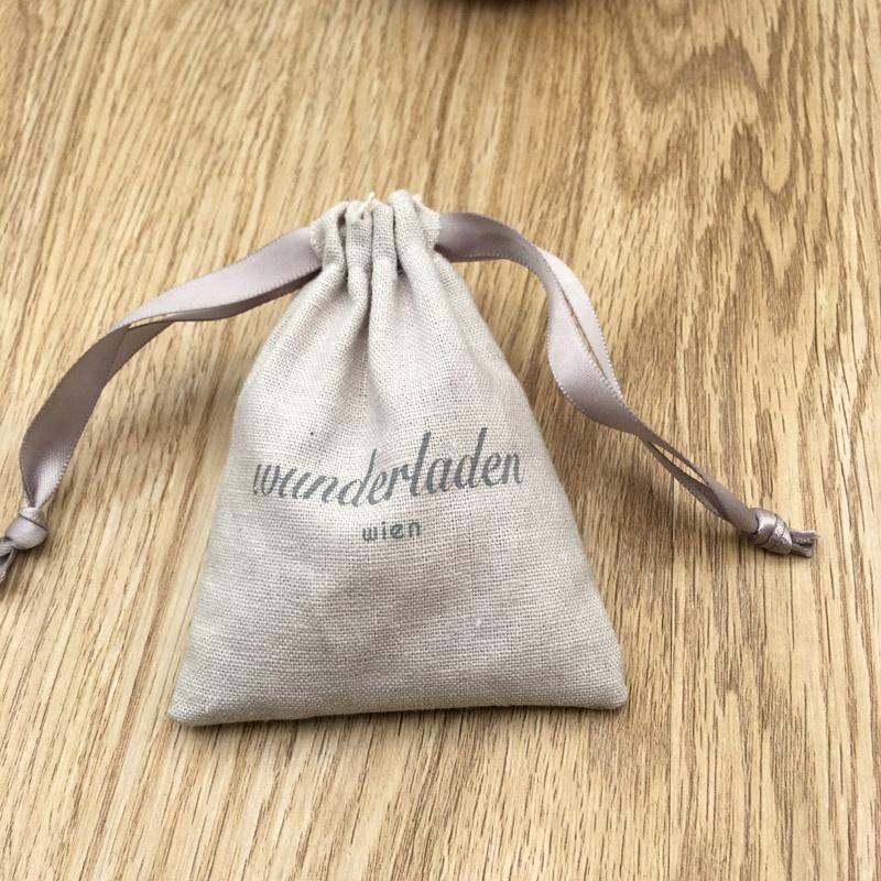 Белая хлопковая муслиновая сумка на шнурке с этикеткой, сумка для машинной стирки