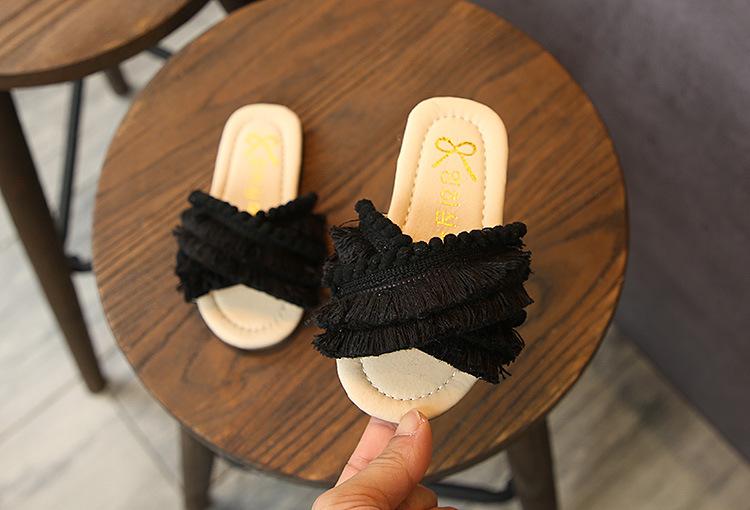 Детские тапочки для девочек на весну Новинка модные детские сандалии детская обувь с бахромой