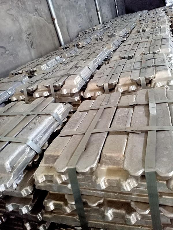 Первичный алюминиевый слиток a7 99,7