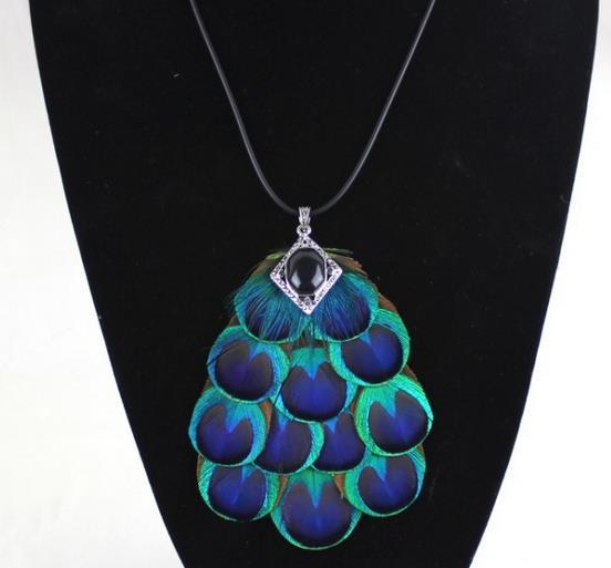 Peacock feather design bamboo necklace
