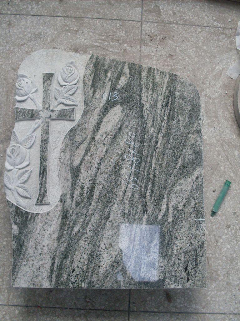 Крест кладбища из гранита