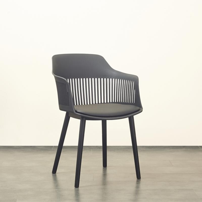 Оптовая продажа, низкая цена, подлокотник для домашней мебели, различные цвета, пластиковые обеденные стулья с мягкой подушкой