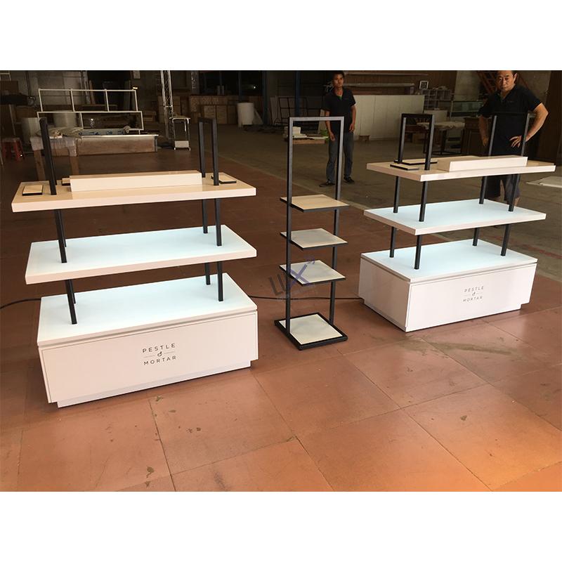Роскошный дизайнерский высококачественный косметический современный магазин Розничная двухсторонняя Gondola со светодиодной подсветкой Дисплей для косметики или магазина бутиков