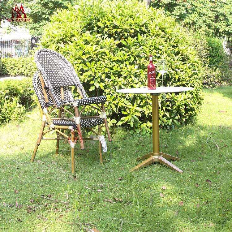 Плетеное штабелируемое кресло из ротанга с бамбуковым покрытием для проведения мероприятий с набором столов для завода, оптовая продажа, для сада, патио, ресторана, столовой