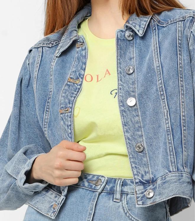 С буфами на рукавах в коротком стиле; Искусственно состаренные приталенное с потертостями и разрезами, на весну и осень джинсовая куртка для женщин