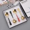 Cabeza de oro redondo con cuchara