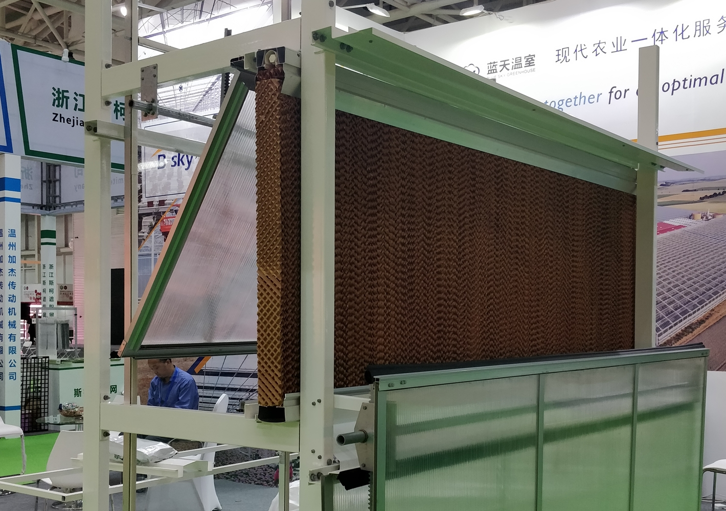 Industrial cooling pad with water pump cooling system for poultry farm cooling pad
