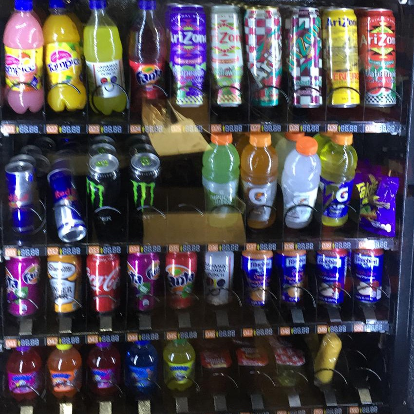 Automatic cold drinks beverage vending machine with fashion design