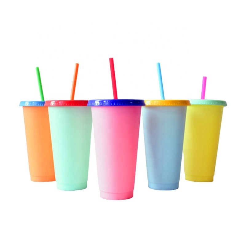 2021 Новинка! Многоразовые пластиковые Меняющие цвет чашки 700 мл/24 унции Волшебная холодная меняющая цвет кружка с пользовательским логотипом silkscreen