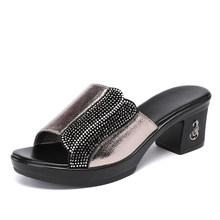 Женские сандалии из натуральной кожи GKTINOO, летние мягкие стразы Тапочки для мамы на толстом каблуке, Нескользящие сандалии на платформе, 2020(Китай)