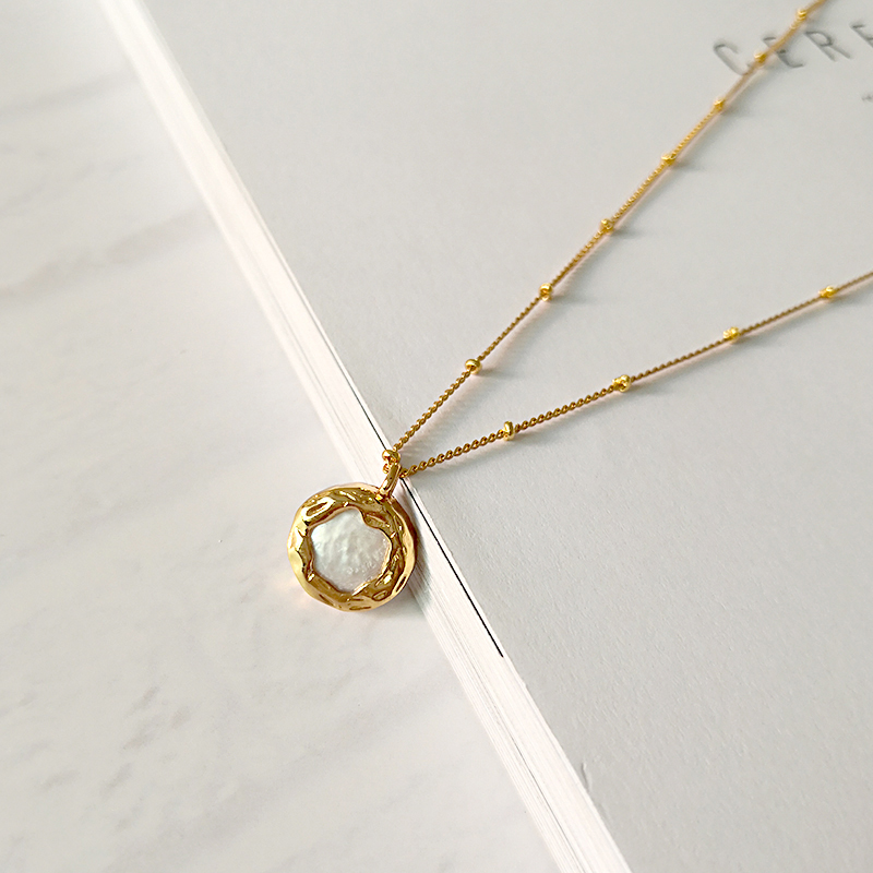 Minimalist Necklace with natural baroque pearl
