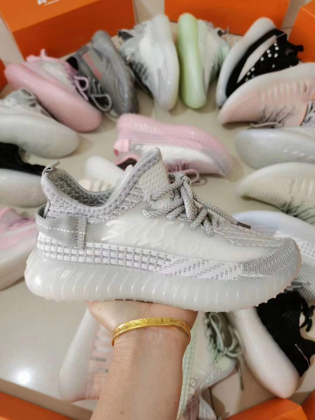 2021 Hot-selling fly knit jelly soles sports shoes breathable sneakers wholesale manufacture in china XW05261