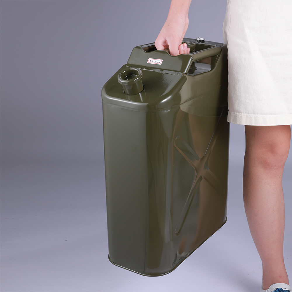 Wholesale Suppliers New Type Portable Professional Standard Fuel Tank Petrol Jerry Can With Case Spout