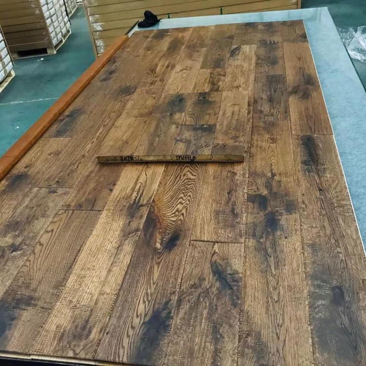 Lacquered Oak Solid Hardwood Flooring