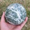 В африканском стиле зеленый камень