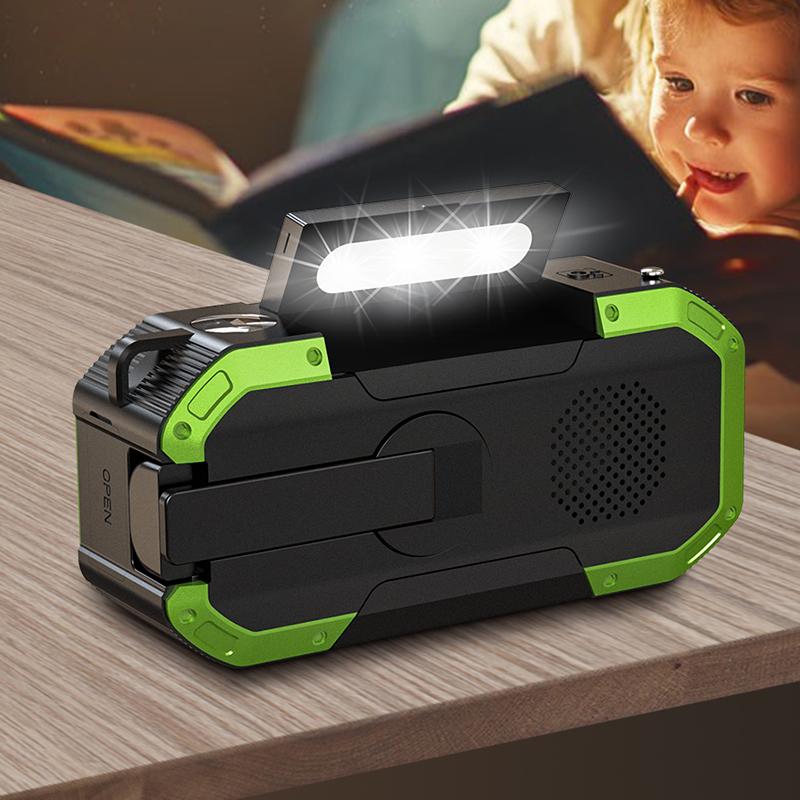 outdoor wireless party speaker FM AM radio with flashlight lighting