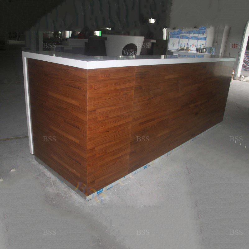Современный белый корианский мраморный деревянный шпон L-образной формы для ресторана и бара Современный белый корян Мраморный Топ деревянная шпон L форма Ресторан Бар идея