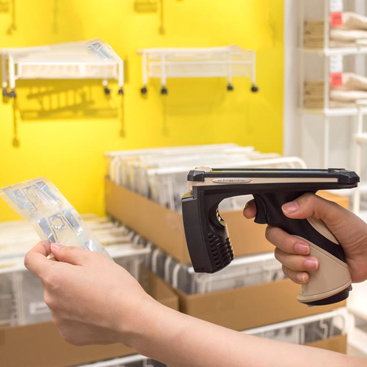 Wireless Long Distance UHF Handheld RFID Reader For Warehouse Supermarket Management