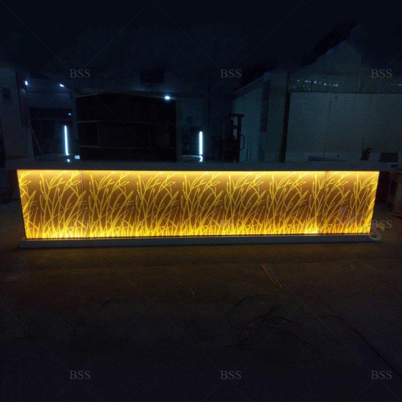 Пользовательская U-образная большая прочная поверхность, прозрачные светодиодные светильники, Современная столешница для ресторана и бара