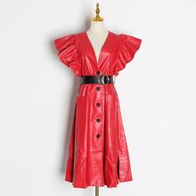 Платье TWOTWINSTYLE, с оборками, из искусственной кожи, с треугольным вырезом, рукавом-бабочкой, высокой талией и поясом, 2020(Китай)