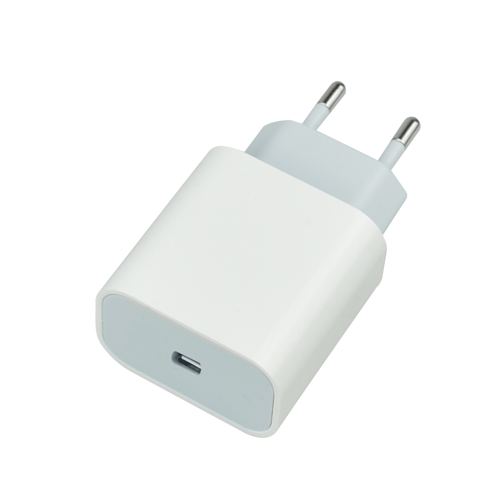 Factory Wholesale New Hot 2021 PD 18w fast charge USB-C Wall Charger USB Charger Phone Mobile Phone Adapt