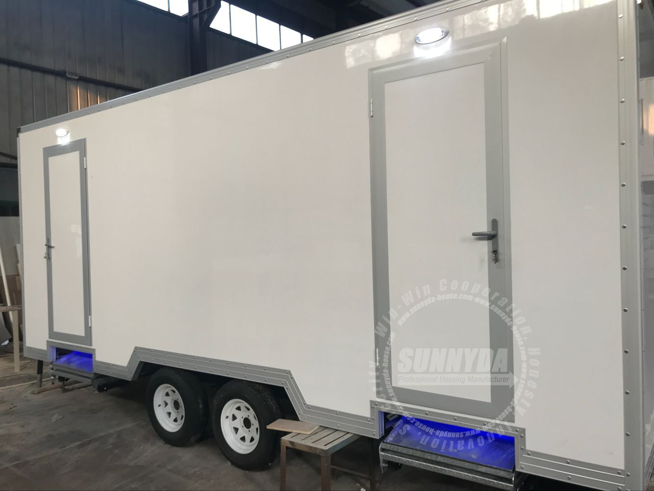Luxury Most Popular Toilets Plastic Outdoor Cheap Portable Mobile Toilet Restrooms Trailer