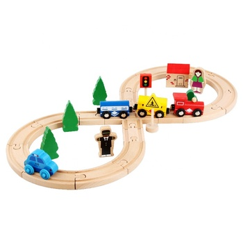 Wooden Thomas Train Toy Set Wood Railway Beginner Pack Train Set with Magnetic DIY Wood Toy Train 32 PCS