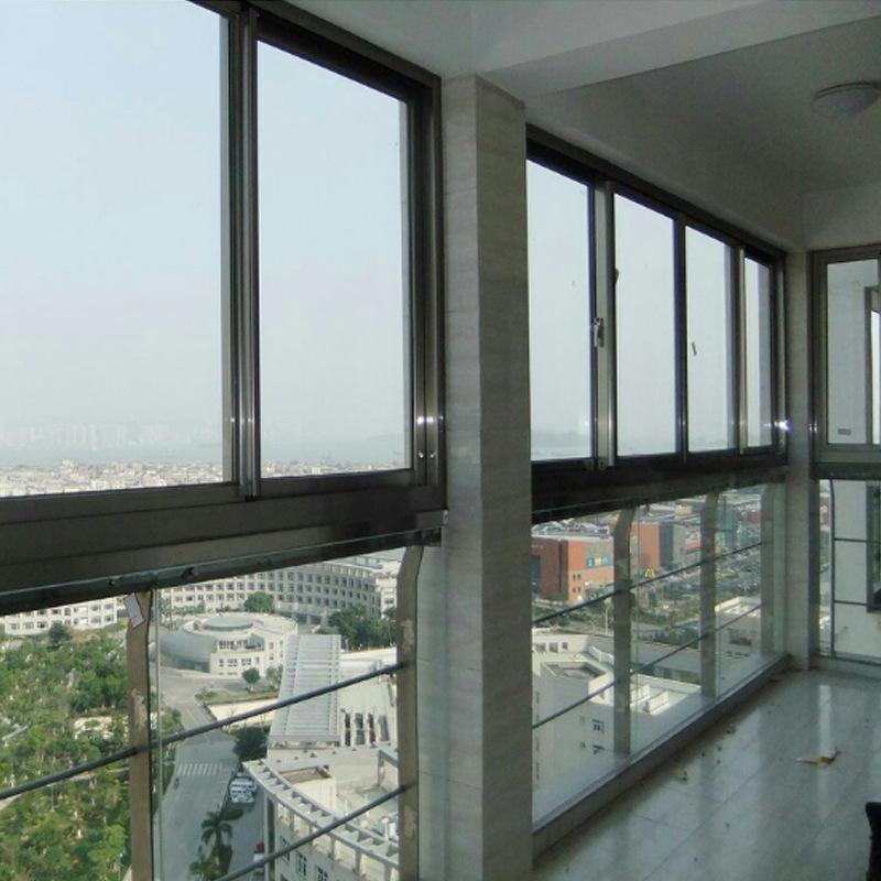 Оконная система для раздвижного окна из черного алюминия по выгодной цене доступна для квартиры в отеле