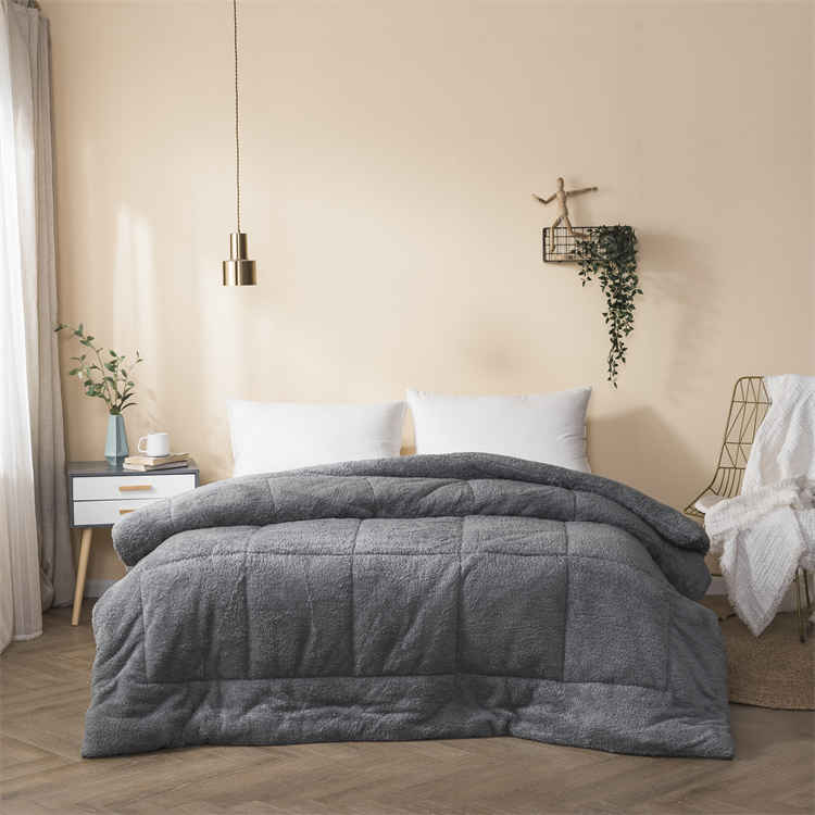 Custom made Queen size winter bed silver comforter set luxury solid hotel To keep warm fluffy soft