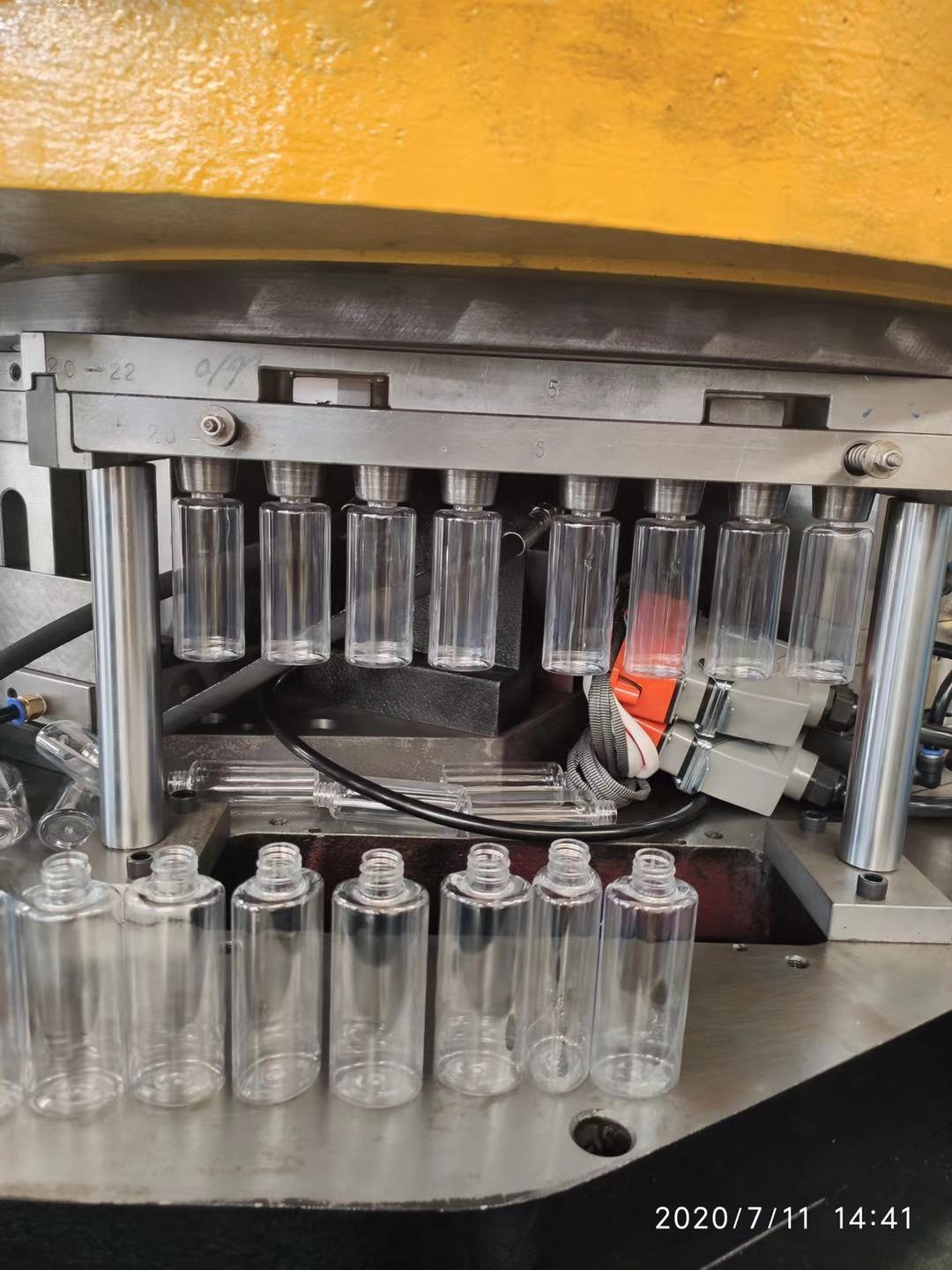 China Automatic Blow PET Plastic Mineral Water Bottle Blowing Molding Machine Price