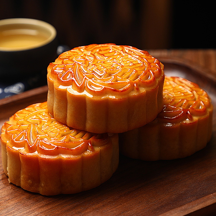 Double yellow and white lotus seed paste moon cake with multiple flavors