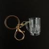Vazio caneca com chaveiro de ouro chaveiro