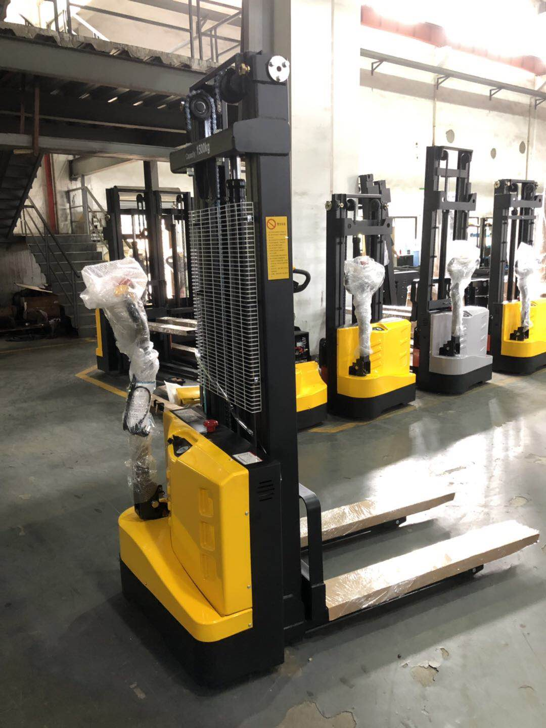 Compact small 1ton 1.6m full electric pallet stacker ES10M