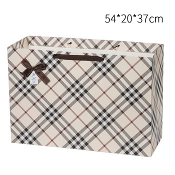 Large Capacity Different Designs Packing Gift Paper Bag on Stock