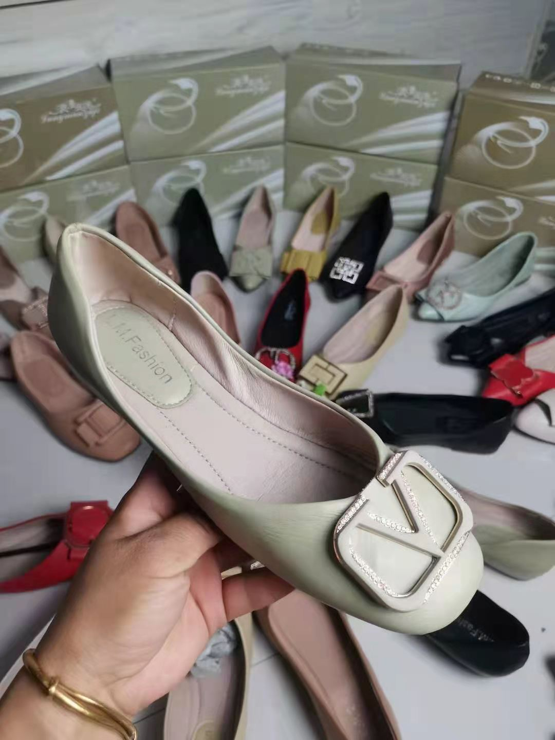 2021 New women shoes design mix style flat best selling top quality fashionable and popular casual soft walking ladies shoes