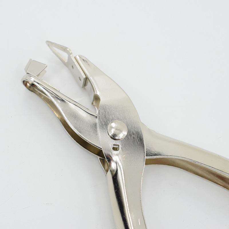 Easy to Use Stapler Removal Tool, Staple Puller for Home Office and School Made of high quality Staple Puller Remover